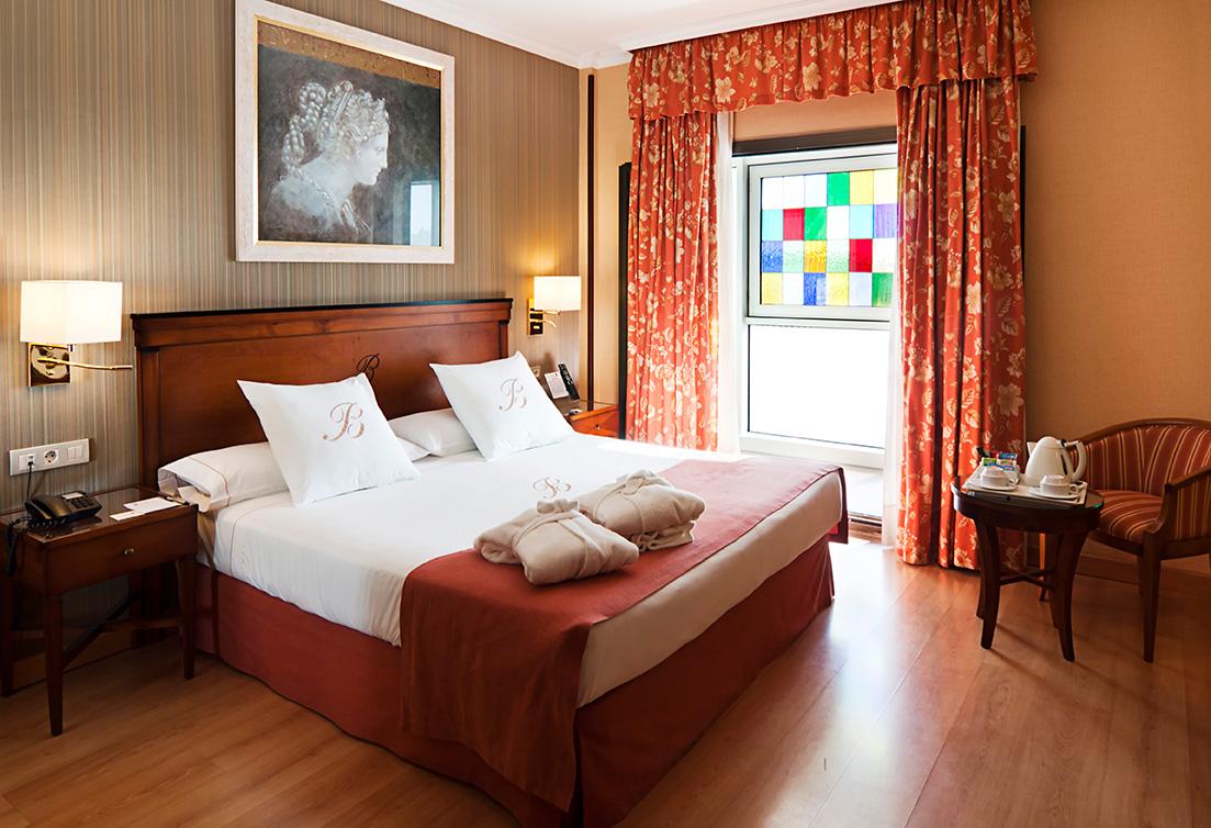 [:es]Habitación doble estándar Hotel Bécquer Sevilla[:en]Standard room Hotel Bécquer Seville[:fr]Chambre double standard Hôtel Bécquer Séville[:it]Camera doppia standard Hotel Bécquer Siviglia[:de]Standard doppelzimmer Hotel Bécquer Sevilla