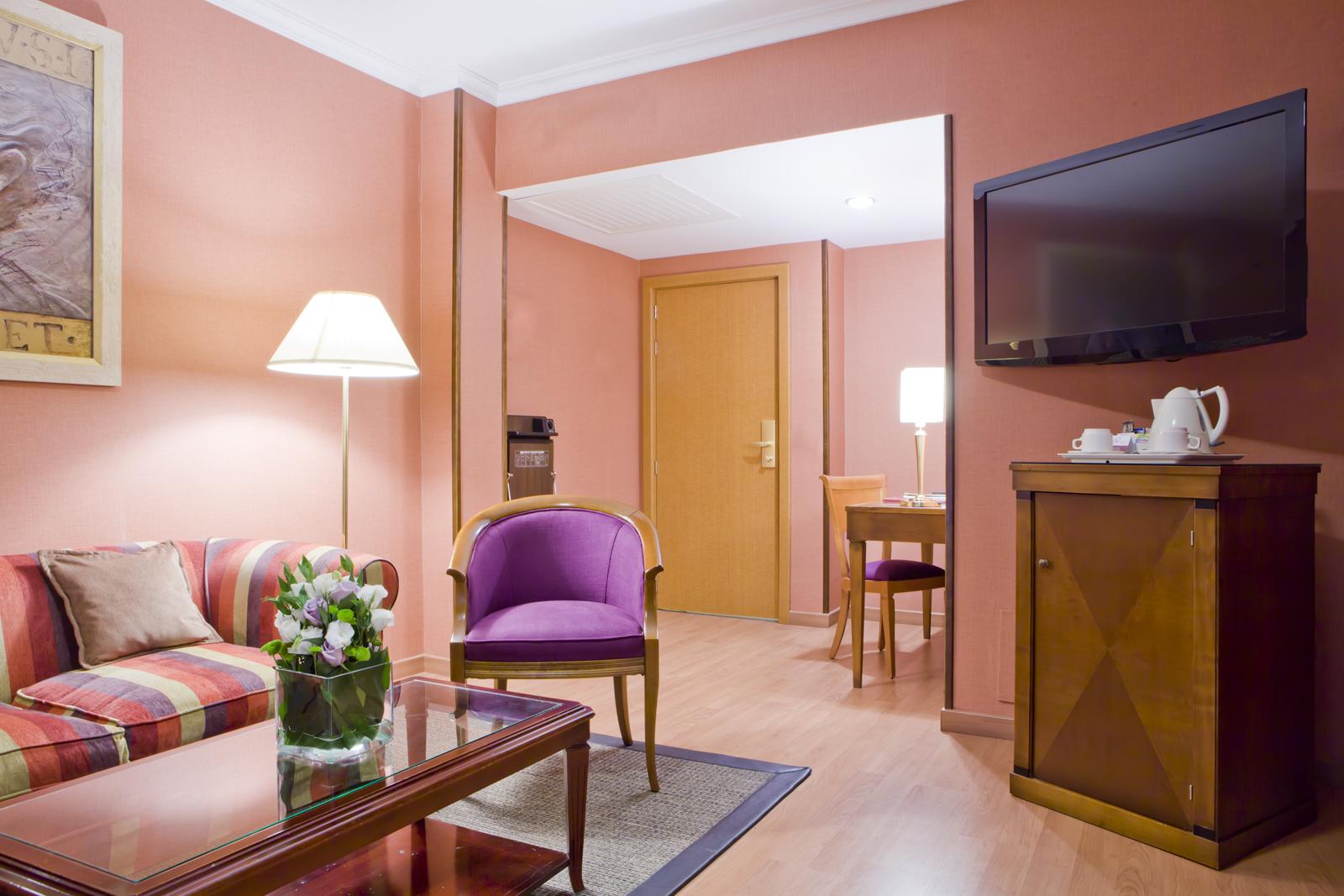[:es]Habitación junior suite Hotel Bécquer Sevilla[:en]Junior suite room Hotel Bécquer Seville[:fr]Chambre junior suite Hôtel Bécquer Séville[:it]Camera junior suite Hotel Bécquer Siviglia[:de]Juniorsuite Hotel Bécquer Sevilla